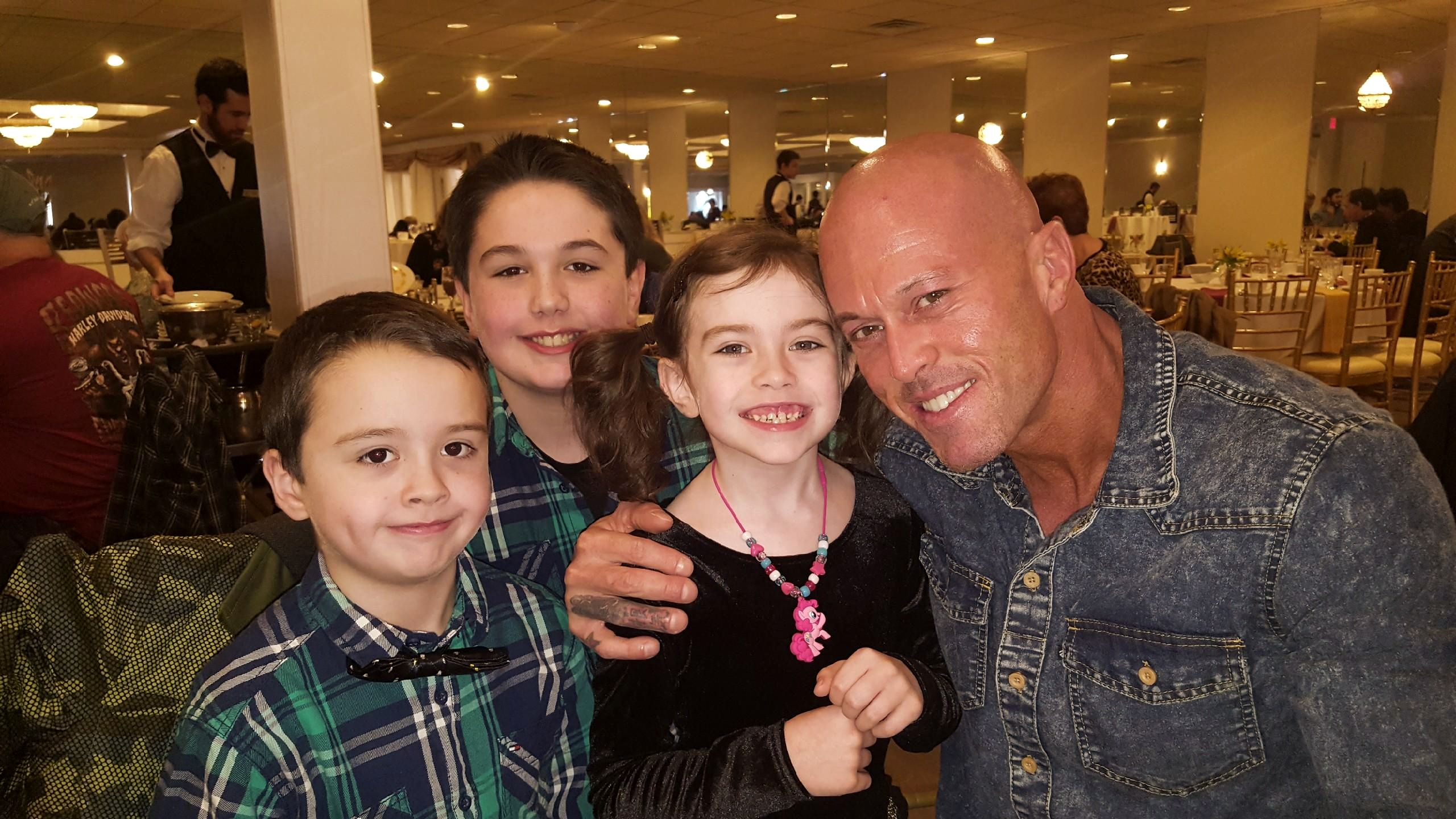 Model & Actor John Quinlan With His Children Thanksgiving 2017 #JohnQuinlan
